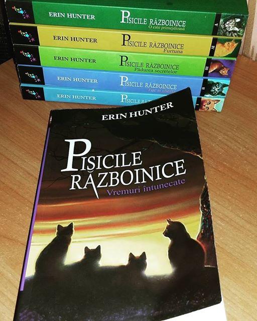 Recenzie: Pisicile razboinice – Vremuri intunecate, Erin Hunter