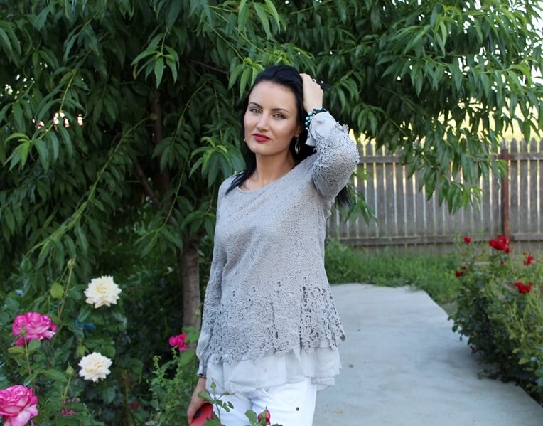 Bluză asimetrică cu broderie de la Fashion Mia