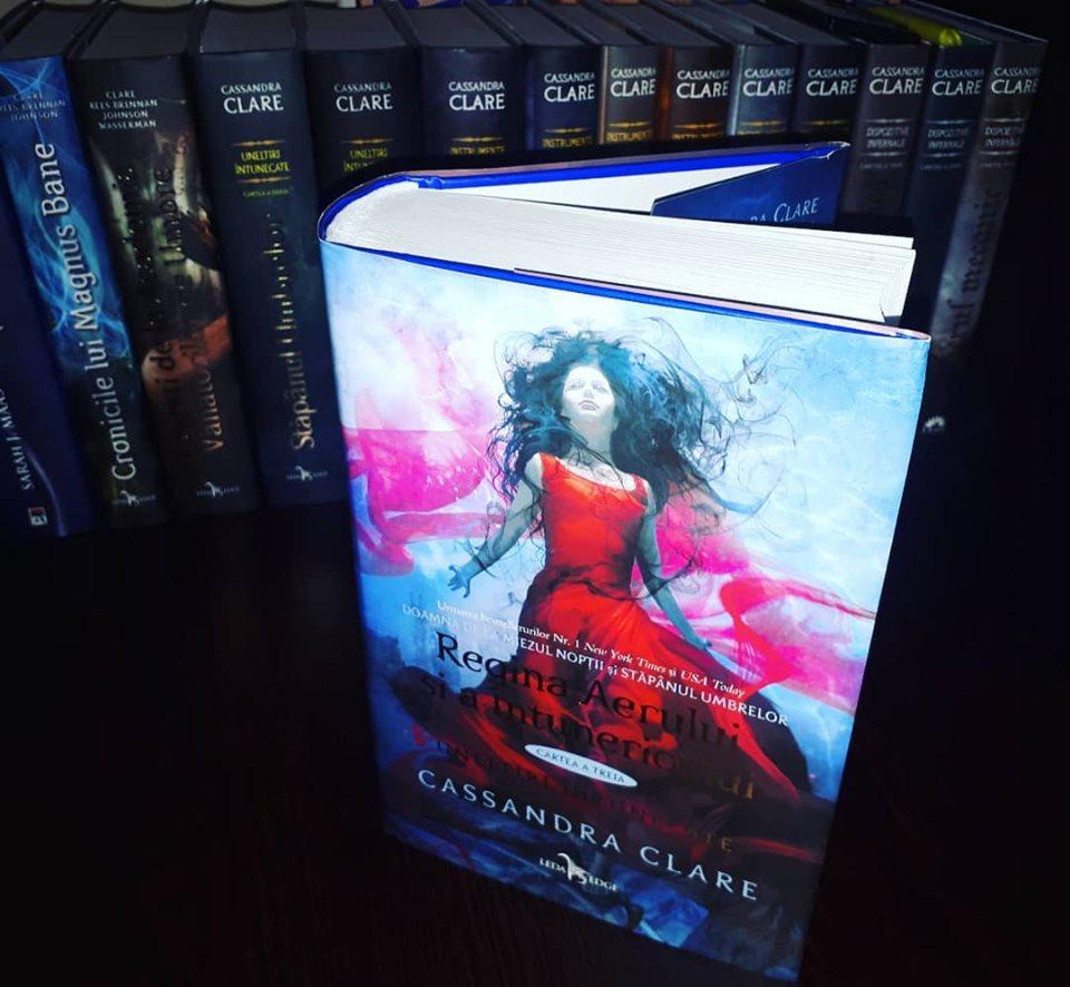 Uneltiri Întunecate: Regina Aerului și a Întunericului, vol.3 de Cassandra Clare