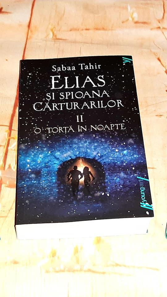 O torță în noapte ( Elias și spioana Cărturarilor vol.2 ) de Sabaa Tahir